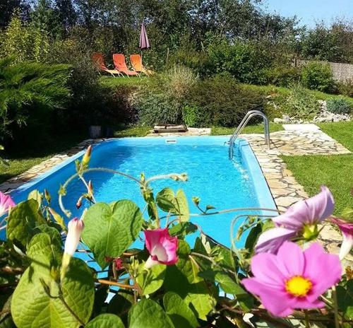 Een zwembad voor verkoeling op warme dagen